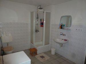 Das Bad/Waschküche im Souterrain